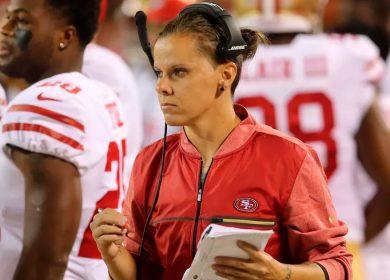 Ella es Katie Sowers, la primera entrenadora en llegar a un Super Bowl